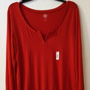Tops - $24 NEW WITH TAG WOMAN TAG VERY SOFT